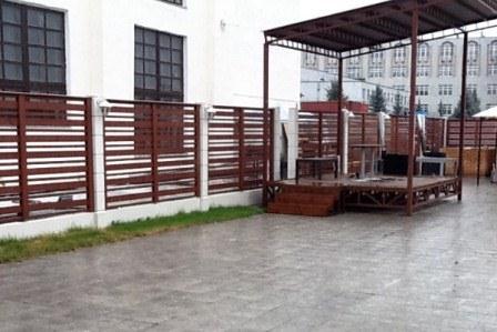 Строительство заборов из дерева в Екатеринбурге